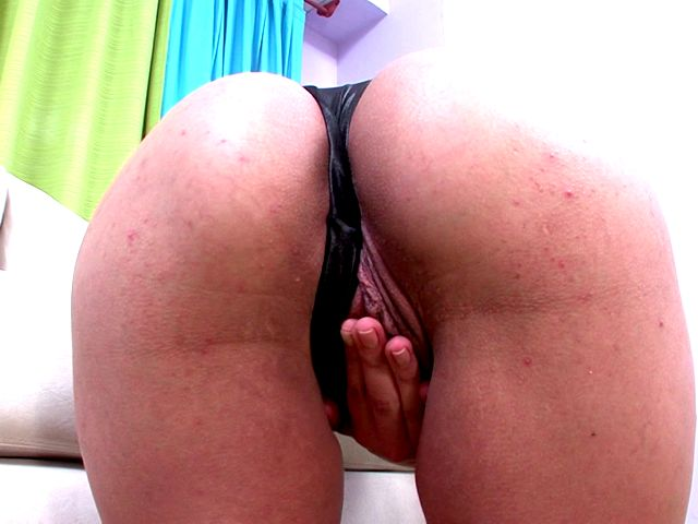 Cute Light-haired She-male Mia Rivers Taunting Chechi Along With Her Cool Assets